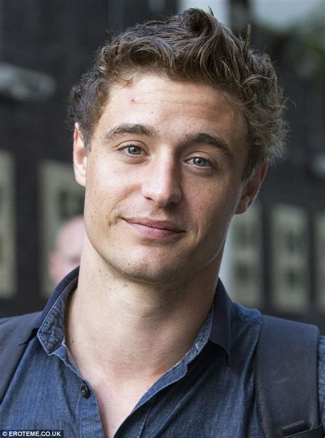 Blue Sofa Uk Max Irons Turns Up To Itv 191 S Lorraine With Spotty Skin