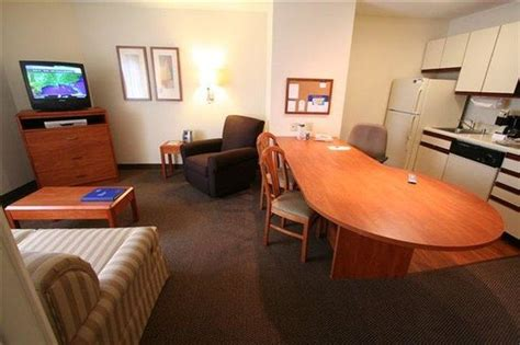 2 bedroom suites in louisville ky one bedroom suite 1 queen bed and 1 sleeper sofa 504 sq ft picture of candlewood