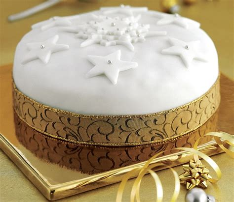 easy christmas cake decorating ideas recipe easy cake daily mail