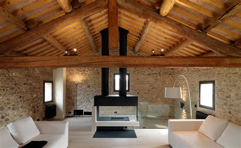 travi legno soffitto come illuminare un soffitto con travi a vista