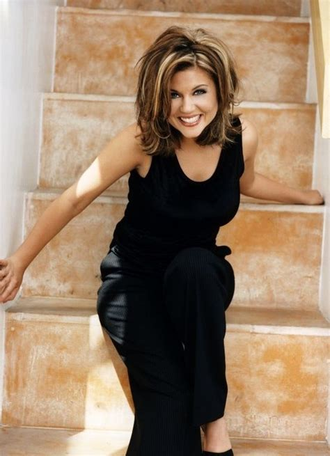 what haircolor does tiffiny amber theissen have tiffani amber thiessen love the cut and highlights