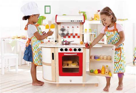 cuisine bois fille cuisine en bois pour fille cuisiniere en bois
