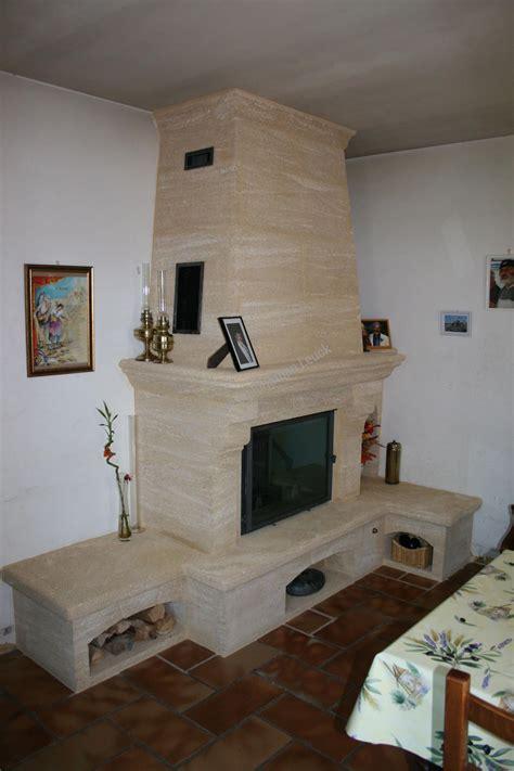 Hotte De Cheminee by Chemin 233 E Et Hotte En Du Gard Avec Un Foyer Ferm 233