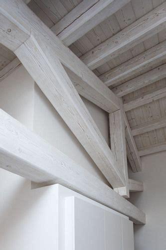 soffitti in legno lamellare oltre 25 fantastiche idee su soffitti con travi a vista su