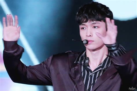 lay biography exo exo s lay lost consciousness at incheon airport rushed to