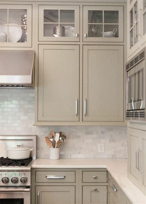 repeindre meubles cuisine comment repeindre une cuisine id 233 es en photos