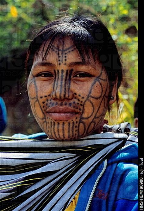 tribal chin tattoo 25 best ideas about tattoos on africa