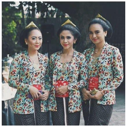 baju wisuda wanita kebaya wisuda olla motif bunga lengan pendek 15 model kebaya muslim bunga bunga untuk penilan