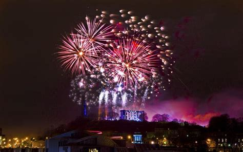 new year celebrations edinburgh edinburgh hogmanay everything you need to telegraph