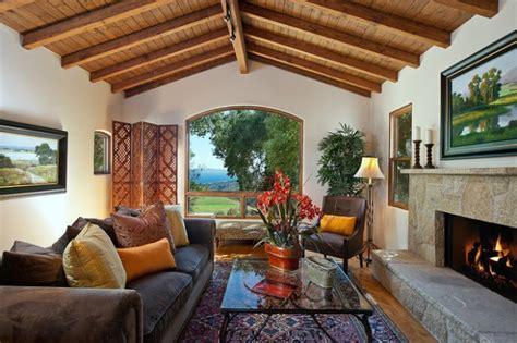 chimenea y asma livinguri cu tavan din lemn 15 idei pline de rafinament