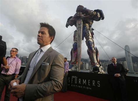 robot hong kong film 1 1 scale optimus prime arrives at hong kong harbour image