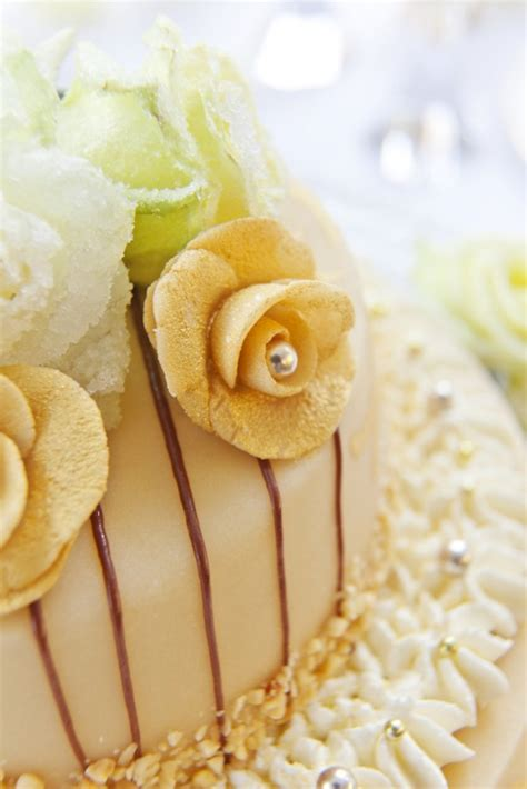 dekor marzipan zuckerblumen f 252 r tortendeko selber machen gezuckerte