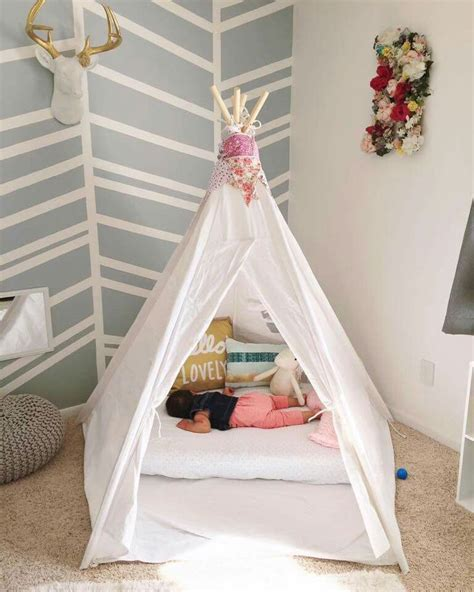 Floor Crib by 25 Best Ideas About Crib Mattress On Baby Cot