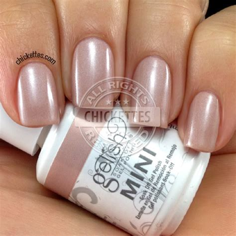 Gelish L by Gelish Swatches Vanilla Latte Taupe Model