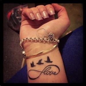 signo infinito y frase love tatuajes para mujeres infinito tatuajes para mujeres