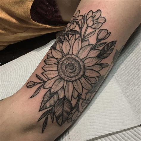 sunflower outline tattoo sunflower outline www pixshark images