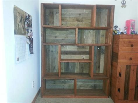 pallet bookshelf pallet projects pallets