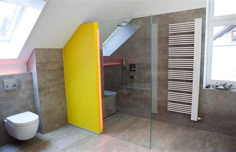 kleine badezimmer entwurfs spitzen tipps f 252 r walk in dusche gemauert dachschr 228 ge angepasst