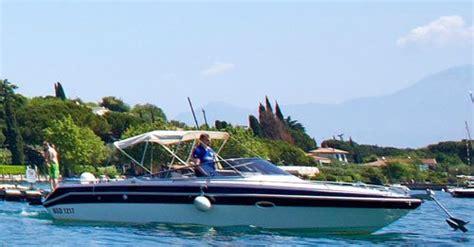 speedboot gardameer cing molino aan het gardameer met hond en boot