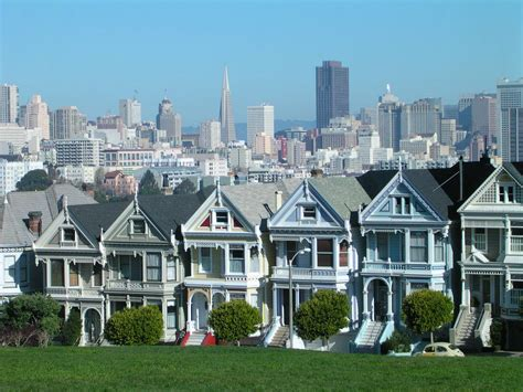 san francisco houses san francisco ca victorian houses and the san francisco skyline from alamo square