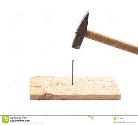 Nagel Und Hammer by Hammer Mit Nagel Und Brett Stockbild Bild Funktion