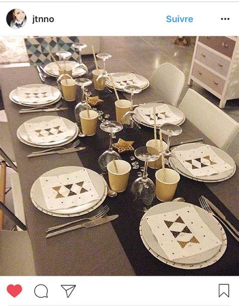 Décoration De Table Réveillon Nouvel An by Dresser Une Table Chic Pour Le R Veillon Du Nouvel An M6 D