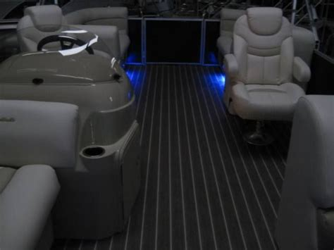 material to recover pontoon boat seats best 25 pontoon boat seats ideas only on pinterest boat