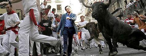 Leonardo Dicaprio Walking Meme - leonardo dicaprio walking meme