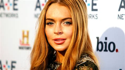 Lindsay Lohan Booed For Poor Hosting by Lindsay Lohan S Bad Day Goes Bi Coastal Nbc 5 Dallas