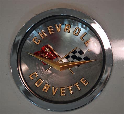 corvette logo history file corvette logo jpg wikimedia commons