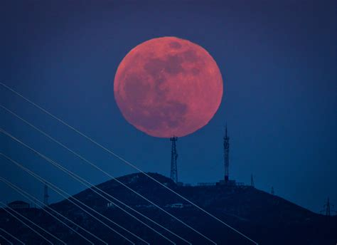 light blue blood see stunning photos of the 2018 blue blood moon