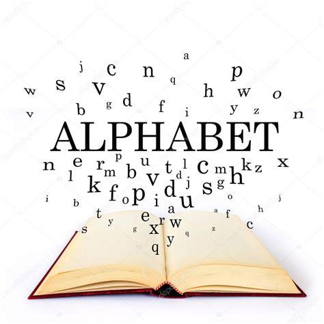 con lettere alfabeto parola sul libro con lettere volano foto