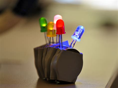 Make An Easy And Extreme Led Throwies Make Led Lights Projects