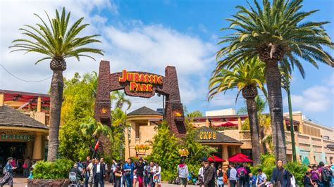 theme park queensland first clive palmer now china s richest man wants a