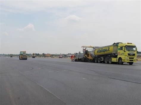 pavia orio al serio nuova pista all aeroporto i lavori finiranno in anticipo