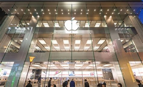 apple x hong kong causeway bay apple store pays the world s most expensive