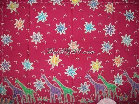 Batik Jerapah batik tulis motif hewan jerapah warna merah unik elegan