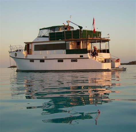 houseboats to live in 25 best ideas about houseboat living on pinterest