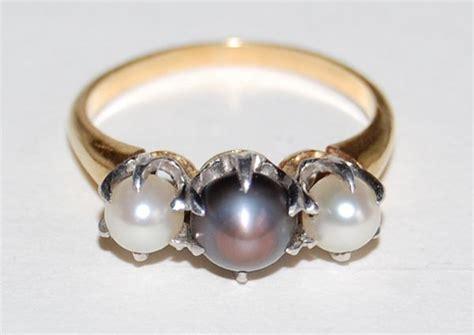 vintage three pearl ring 18k gold mounting black