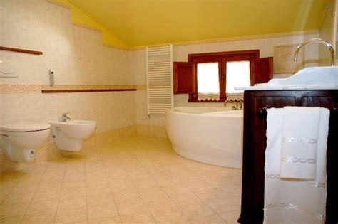 hotel con camino in appennino tosco romagnolo piscina coperta vasca