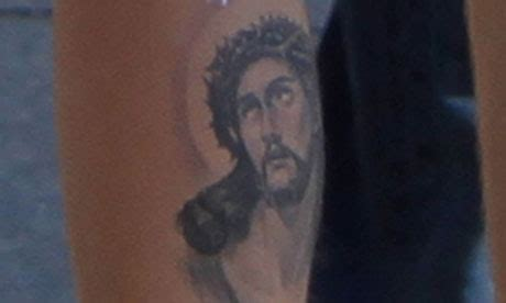 jesus tattoo justin bieber justin bieber s tattoo gives jesus a leg up music the
