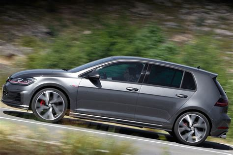 Volkswagen Gti Vs Golf by Comparativa Volkswagen Golf Gti Vs Mini Countryman Cooper S