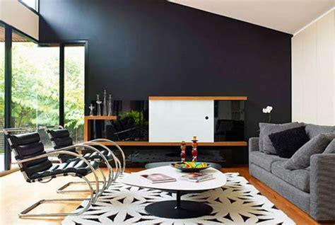 wohnzimmer schwarze möbel stuhle aus europaletten