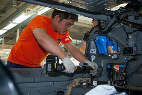volvo starts production   sl  china    cars debut  november  carscoops