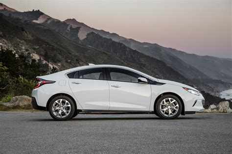 chevrolet volt 2016 chevrolet volt first test review motor trend