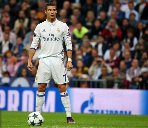 imagenes real madrid cr7 ronaldo scores 3 misses penalty in madrid win