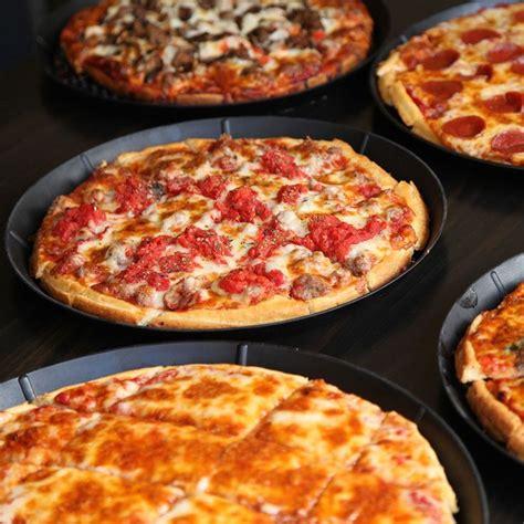 best chicago pizza best 25 best pizza in chicago ideas on best