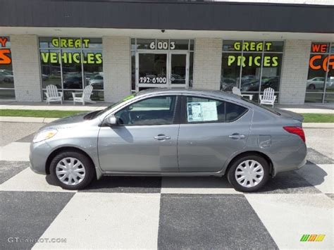 grey nissan versa 2013 magnetic gray nissan versa 1 6 sv sedan 97358603