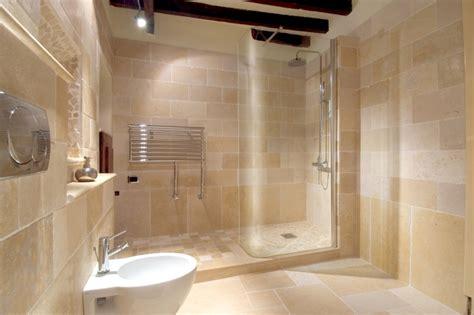 sognare pavimento rivestimento doccia effetto pietra oltre idee su doccia
