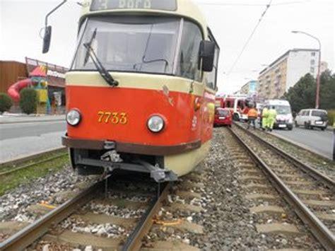 Folie Na Auto Podunajske Biskupice by Na Račianskej Sa Zrazilo Auto A Električka Bratislava Sme Sk